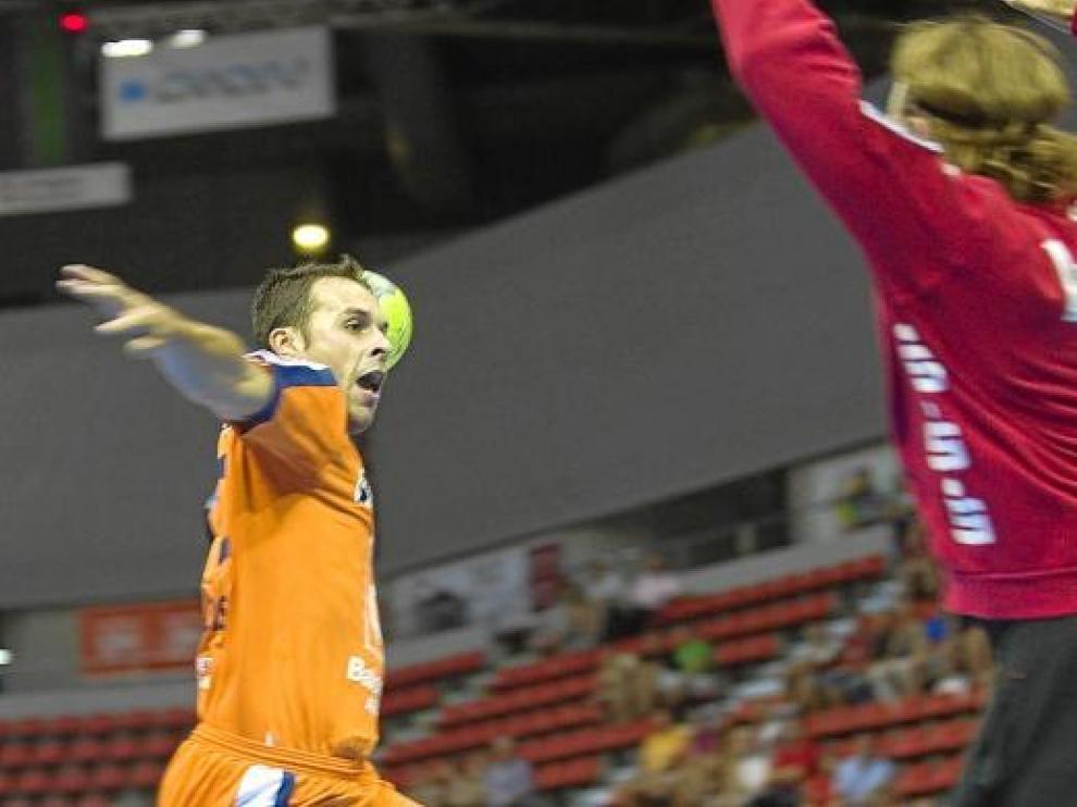 El CAI Aragón desperdició una ventaja de nueve goles en Torrevieja.