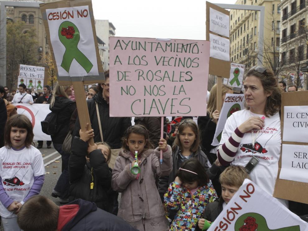 Manifestación de los vecinos del barrio por el centro de Zaragoza