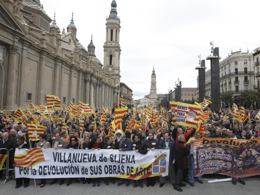 Muchos aragoneses han salido a las calles de zaragoza para pedir el regreso del patriomonio aragonés expoliado