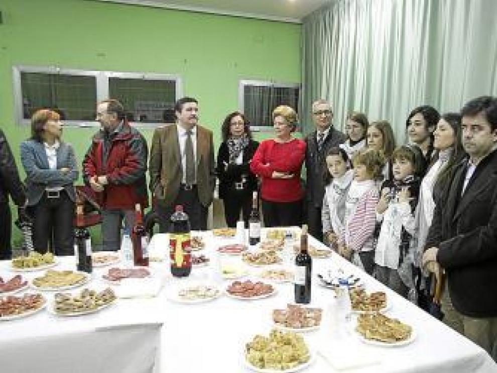 Concejales y vecinos compartieron un aperitivo por las fiestas.