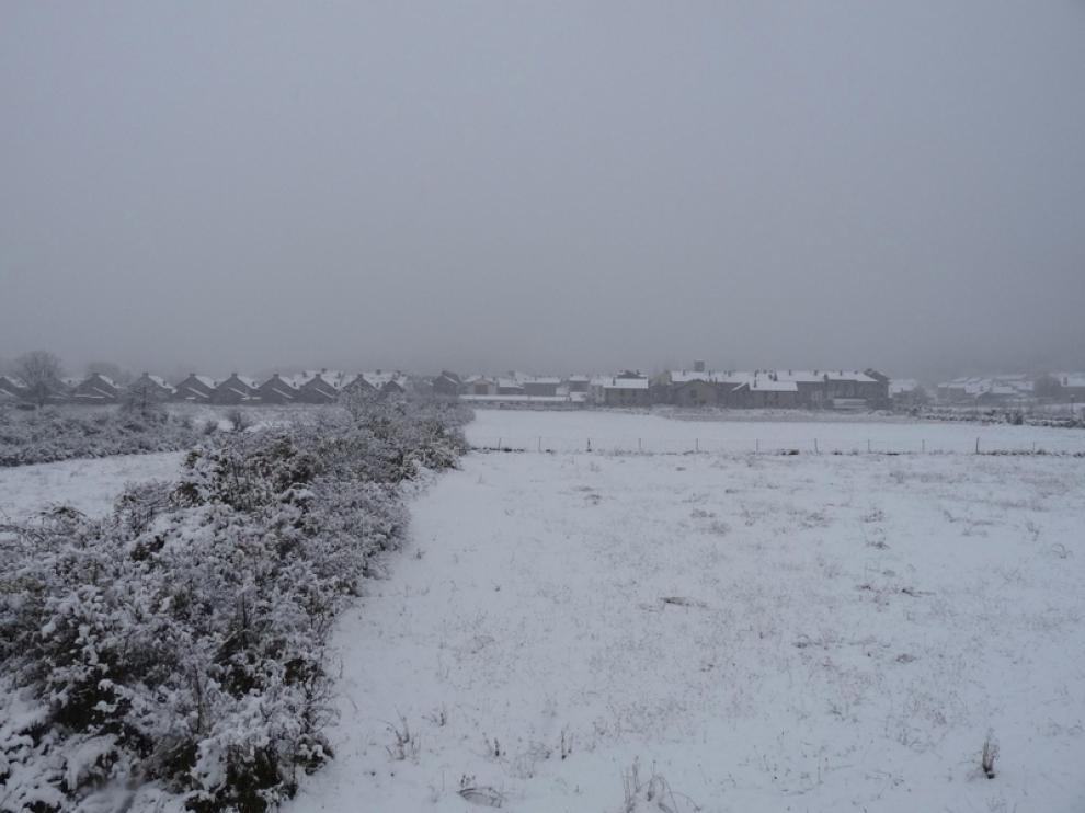 La nieve cayó sobre el municipio oscense de Villanúa
