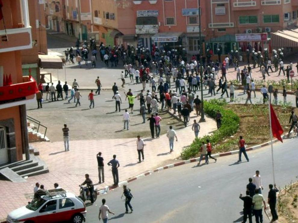 Foto de los disturbios que han tenido lugar en las calles de la ciudad de El Aaiún.