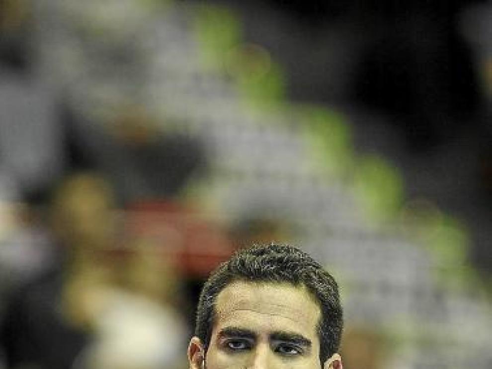 Carlos Cabezas vestido con la elástica del CAI.