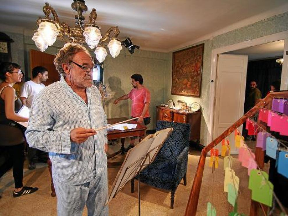 Paco Algora, en un momento del rodaje de 'La orquesta de las mariposas'.