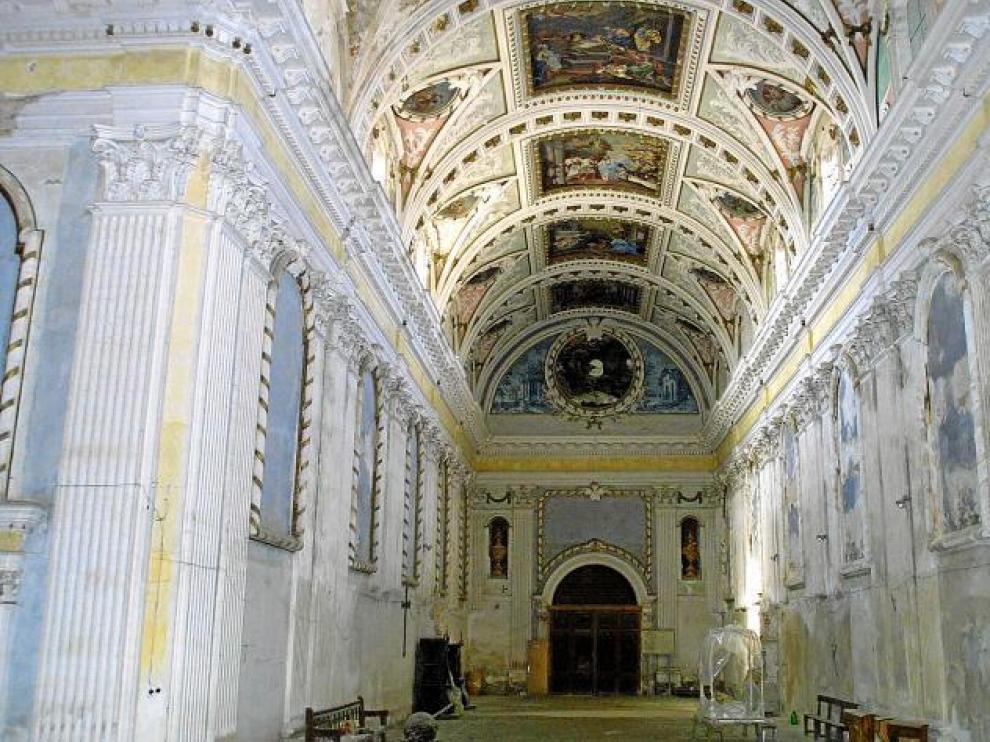 Interior de la iglesia de La Cartuja, cuyo principal problema es de cimentación.