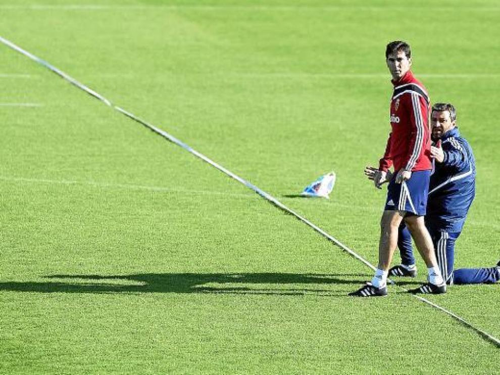 José Aurelio Gay, acompañado de Nayim, en un entrenamiento del Zaragoza.