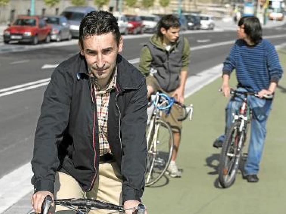 Fernando Escartín, sobre una bicicleta.