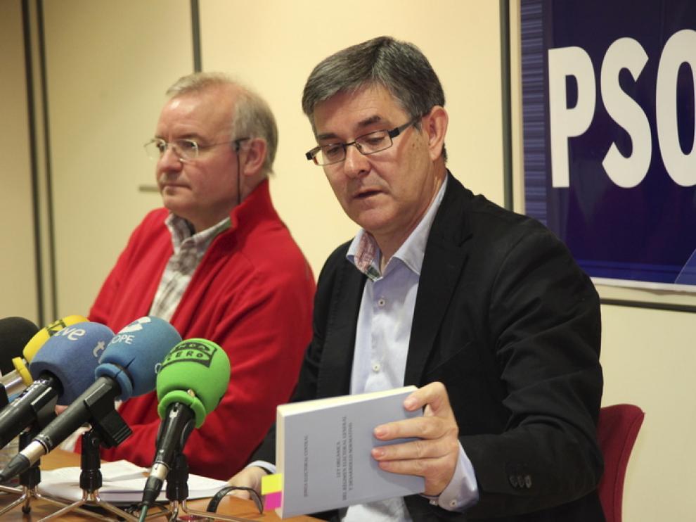 Rueda de prensa de Vicente Guillén y Pedro Joaquín Simón en Teruel
