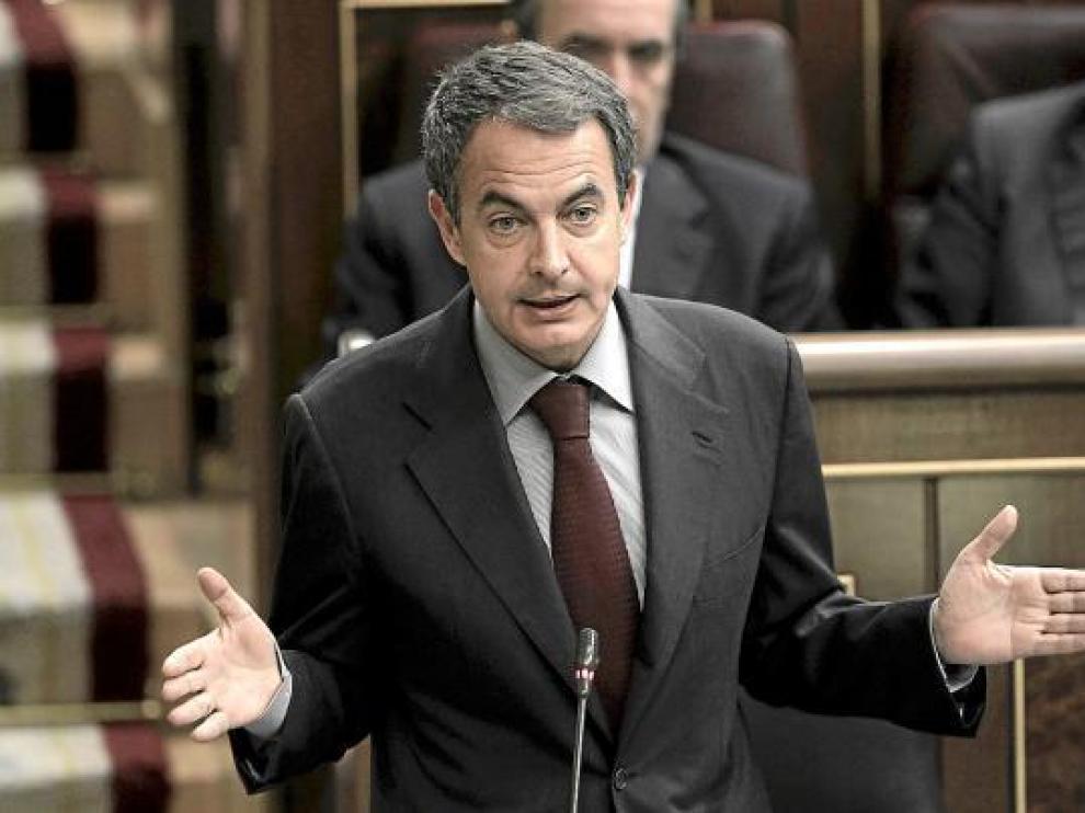 El presidente del Gobierno, José Luis Rodríguez Zapatero, ayer en la sesión de control.