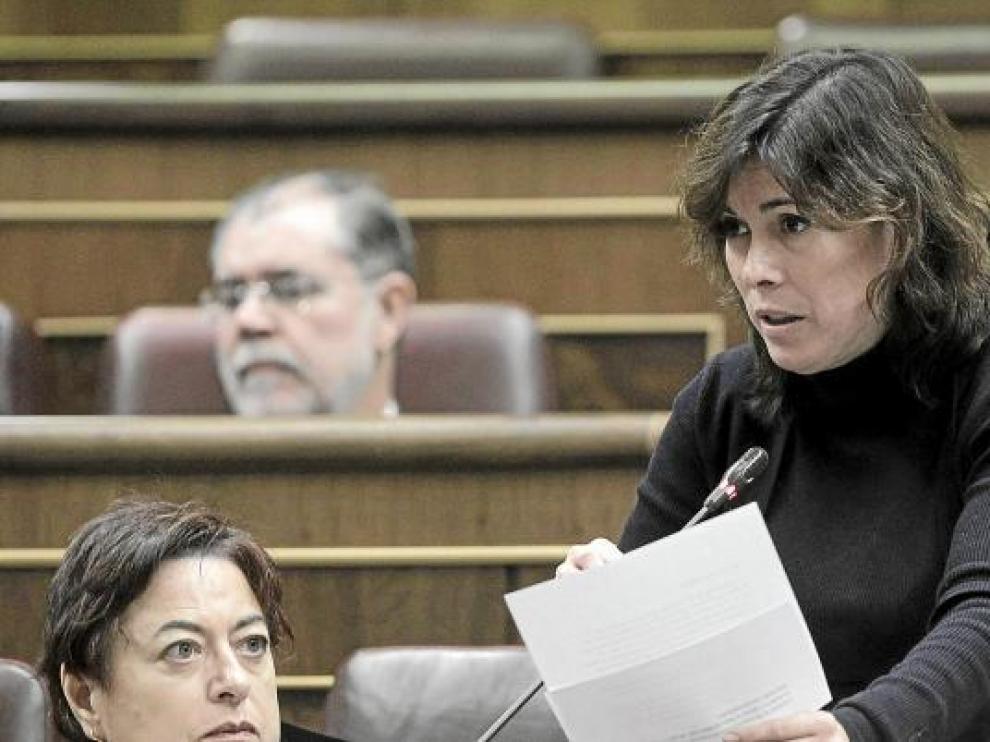 Uxue Barkos, de NaBai, ayer en el Congreso, donde votó contra la iniciativa del POE y el PP.