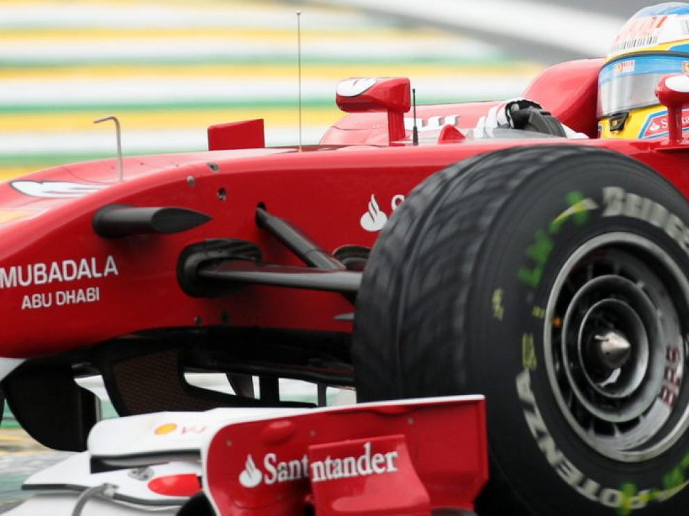 Fernando Alonso al volante de su Ferrari