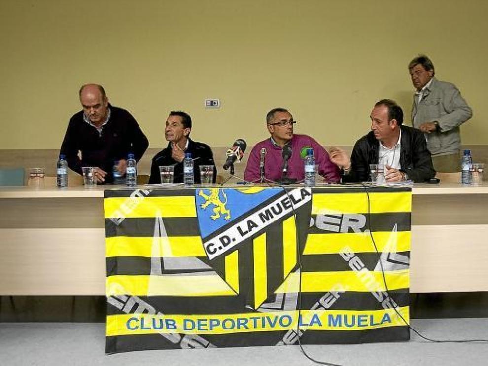 Imagen de la junta directiva de La Muela, en la rueda de prensa del pasado lunes.