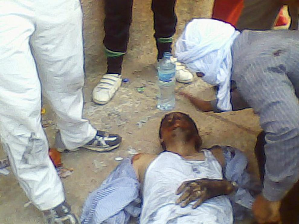 Imagen de un herido tras los disturbios del lunes en la capital saharaui