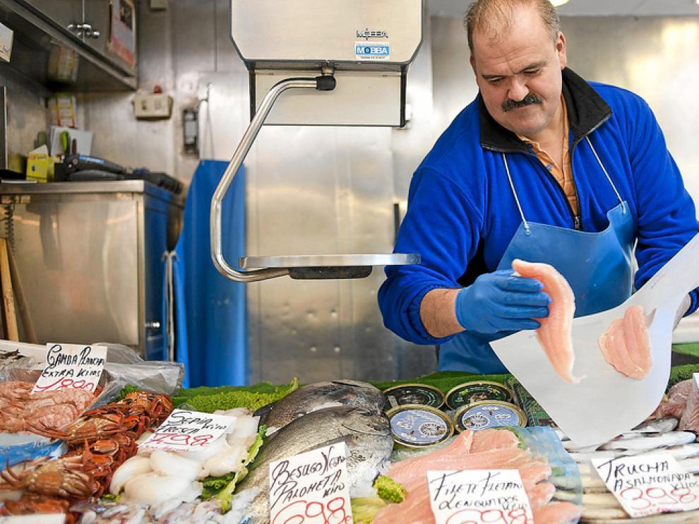 Pescados desconocidos hasta ahora, pero mucho más baratos, se asoman a los puestos de venta.