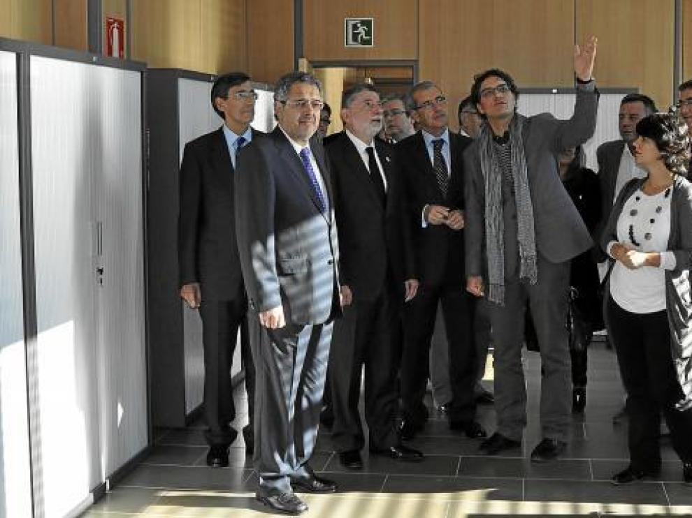 Silva y Zubiri, segundo y tercero por la izquierda, en la visita a los juzgados.