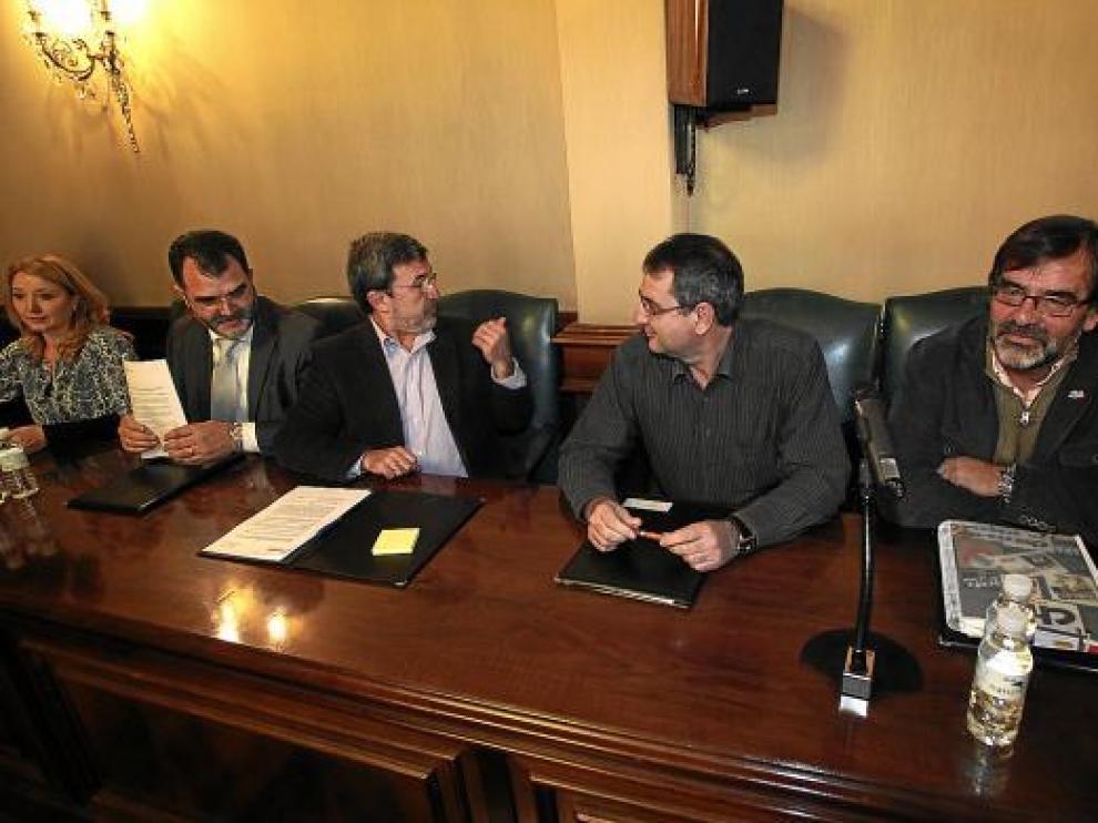 PP y CHA renuncian a intervenir en el pleno para facilitar la revisión de los tributos en 2011