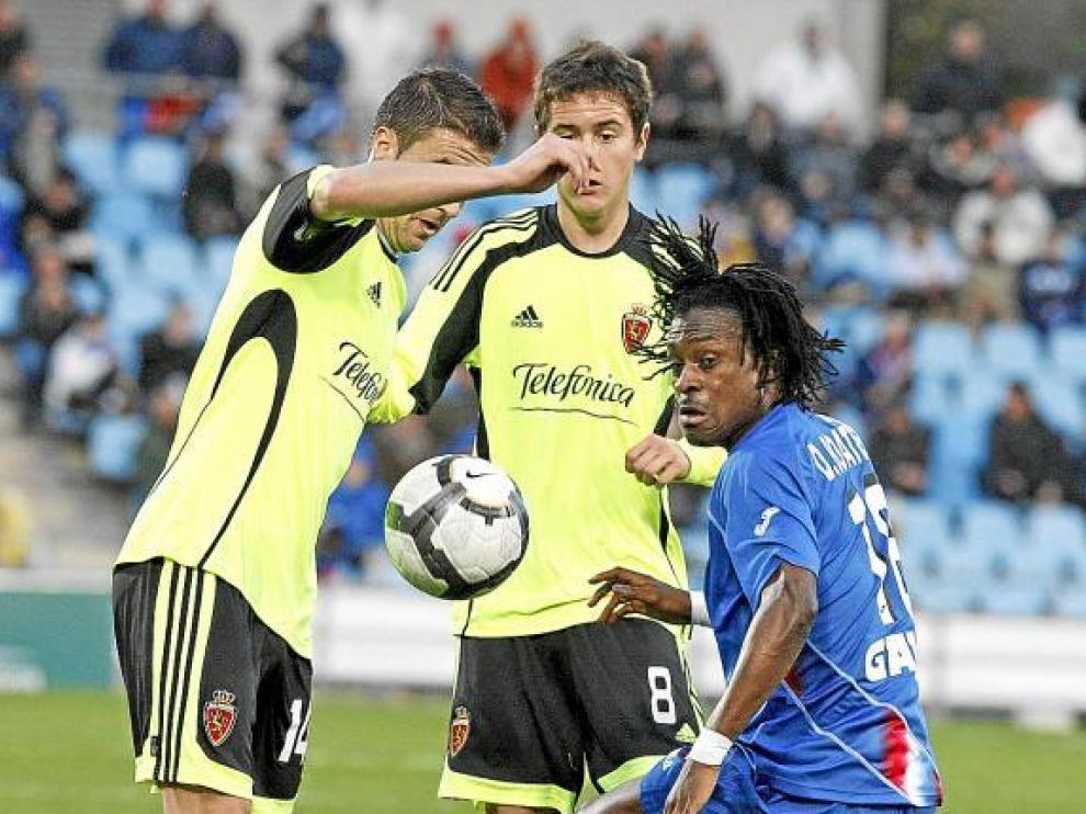 Gabi y Ander Herrera pelean por un balón con el getafense Boateng.