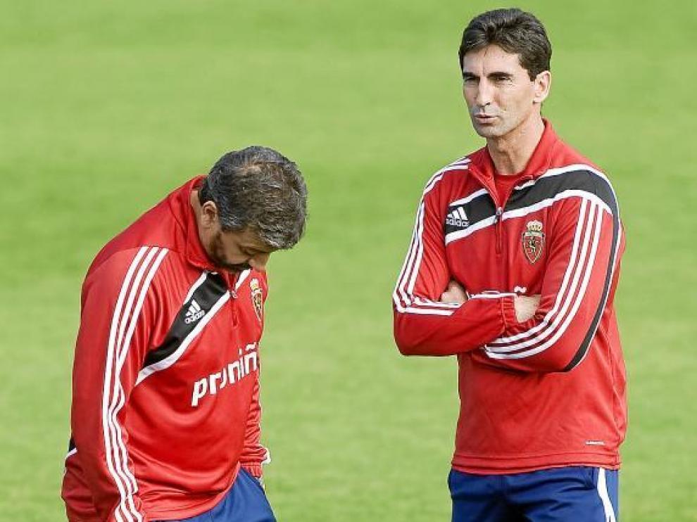 Gay y Nayim, con gesto y rostro serio en la Ciudad Deportiva.