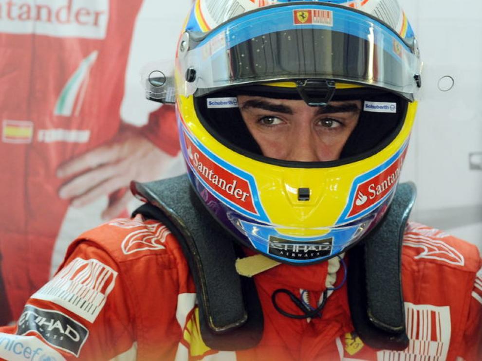 Alonso en el 'box' de Ferrari.