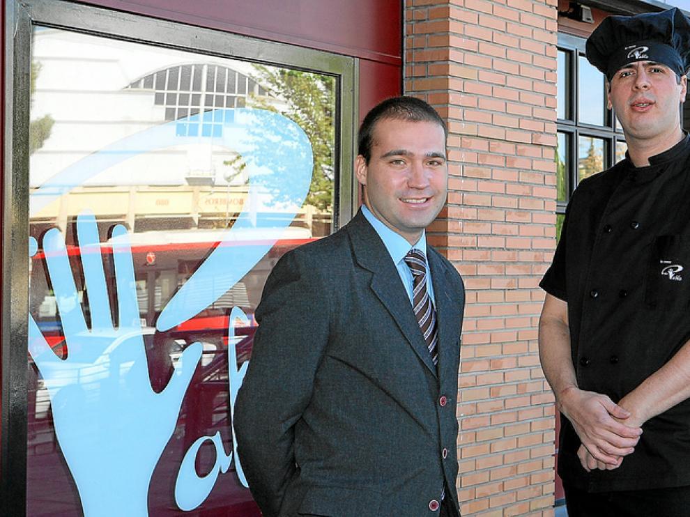 Hernán Ortiz, jefe de sala, y Enrique Barros, jefe de cocina del restaurante La Mano de Pablo.