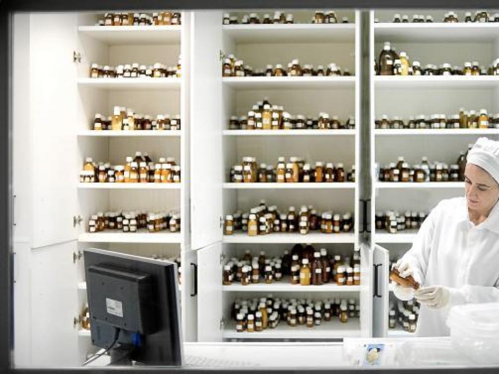 Los medicamentos homeopáticos, envasados a granel, en las instalaciones de Iberhome.