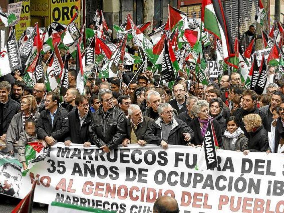 En la cabecera de la manifestación, juntos actores como la familia Bardem, Eduardo Noriega o Rosa María Sardá; políticos como Cayo Lara y sindicales como Méndez y Toxo.