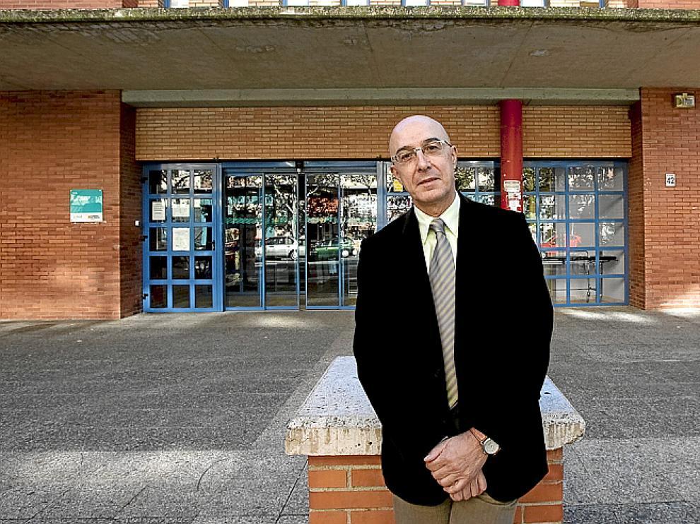 Carlos Ruesca, en el centro de salud de La Jota.
