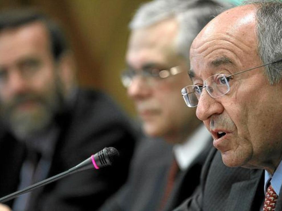 Foto de archivo del gobernador del Banco de España, Fernández Ordoñez, junto a representantes del BCE.