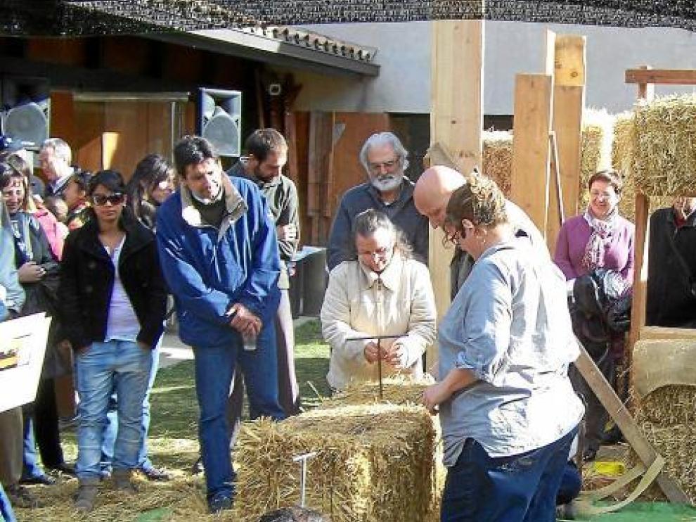 Visitantes del taller de Paca de Paja, celebrado ayer en Graus