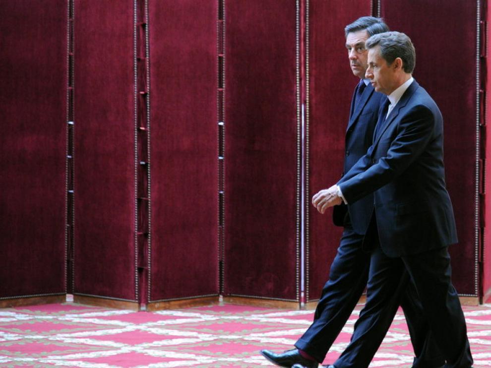 Sarkozy nombra de nuevo a Fillon primer ministro y le ordena proponer nuevo Gobierno