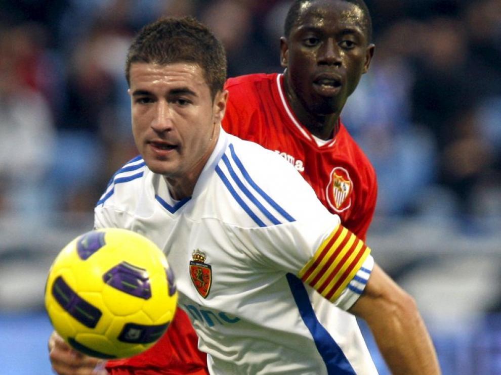 Gabi, capitán del Real Zaragoza, durante el partido ante el Sevilla