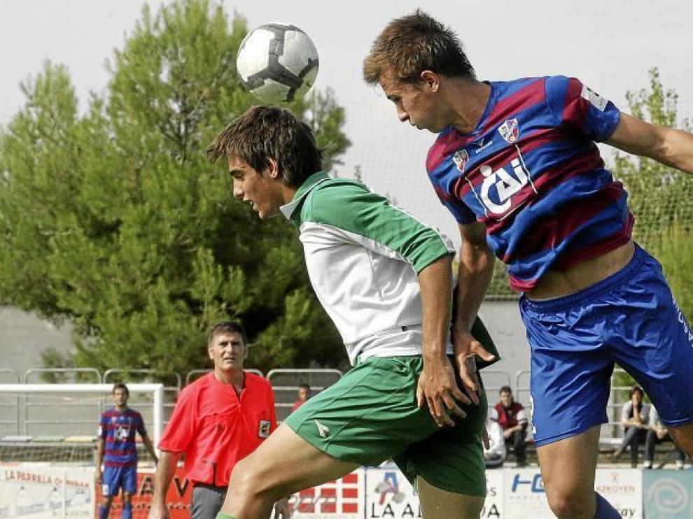 Imagen del partido que disputó el Huesca ante el Cornellá en el campo de San Jorge.