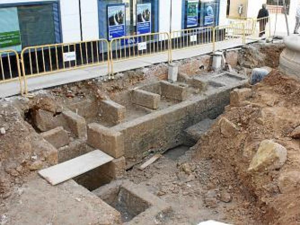 Antiguas piletas que han quedado al descubierto en Caspe.