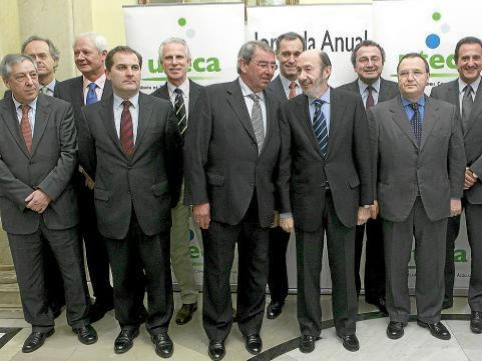 Rubalcaba, con barba, con los los representantes de UTECA.