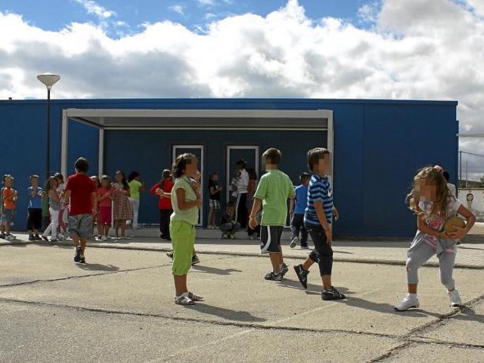 Educación recorta el dinero para construir centros y tendrá que mantener barracones