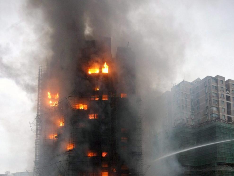 El edificio quedó arrasado por las llamas