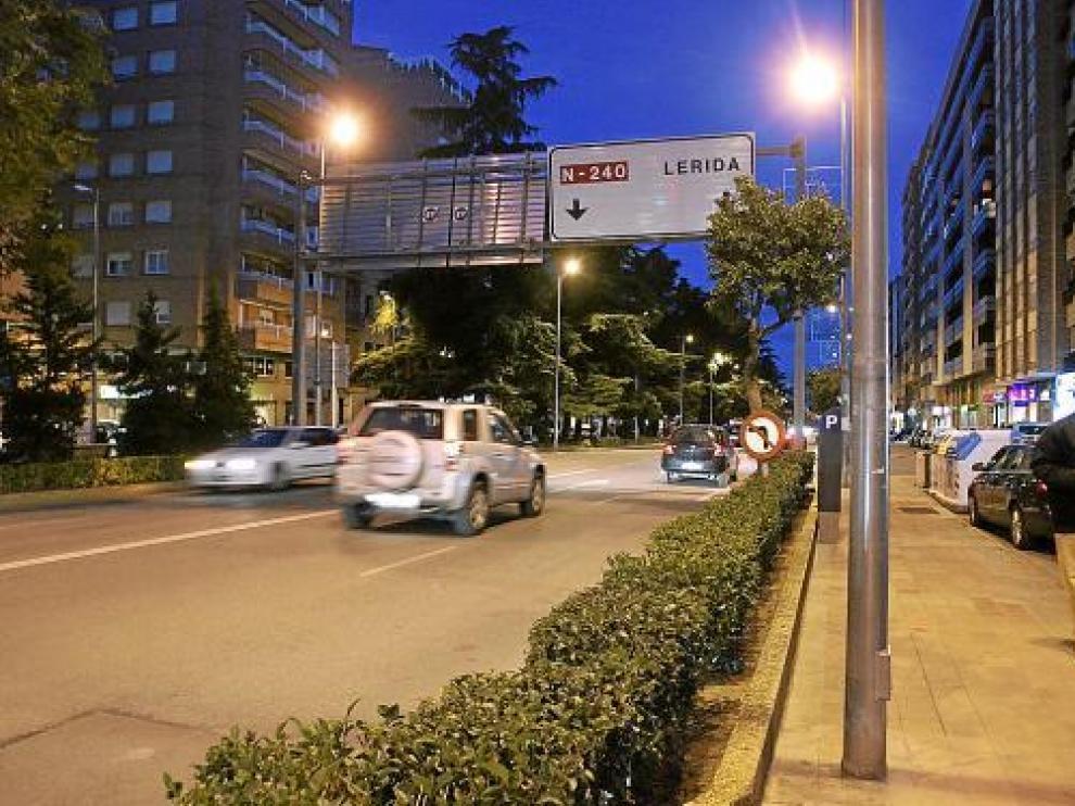El único cartel que queda de la N-240 en Huesca está en el paseo de Ramón y Cajal.