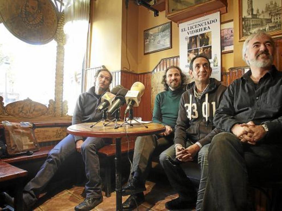 Javier Aranda, Carlos Martín, José Luis Esteban y Alfonso Plou, ayer, en el bar El Licenciado Vidriera.