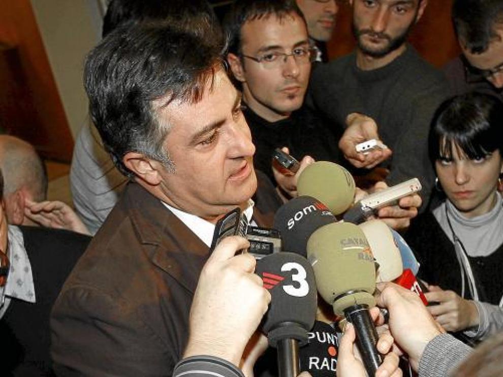 El candidato de ERC Joan Puigcercós, ayer ante los medios en el inicio del acto electoral.