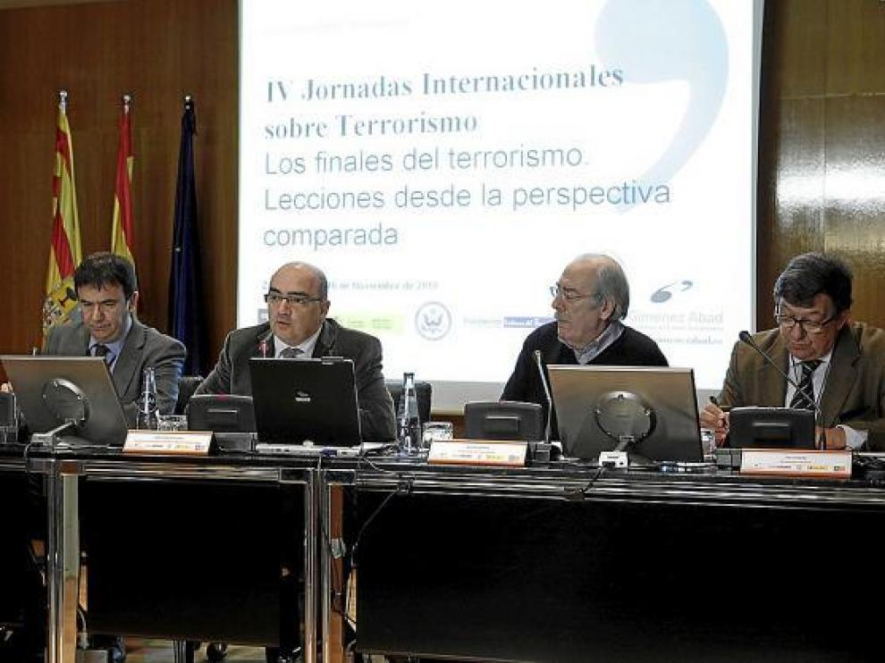 De izquierda a derecha, Altuna, José Tudela, Arteta y Uriarte, ayer durante la mesa redonda.