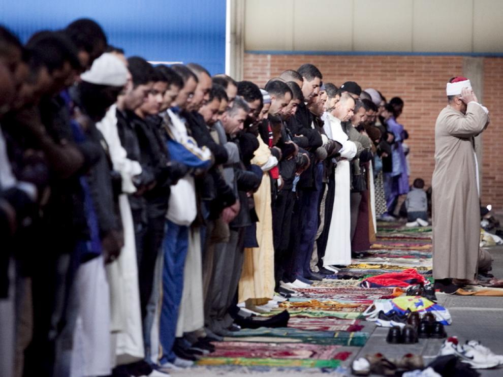 Celebración islámica de la Fiesta del Cordero en la Feria de Zaragoza.