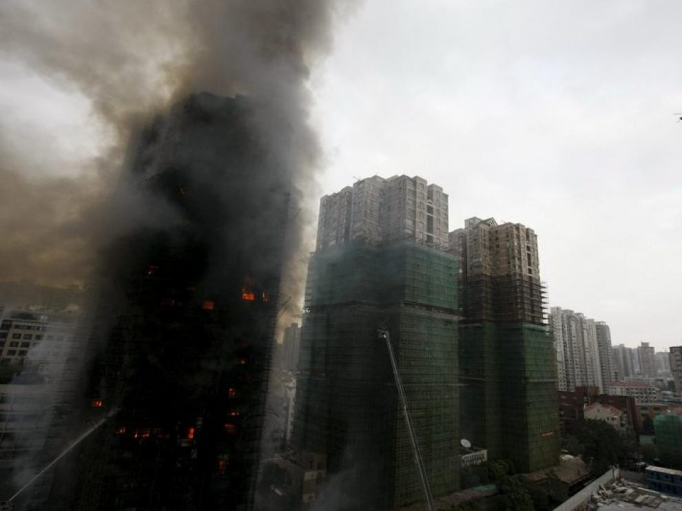 El rascacielos ardiendo, ayer