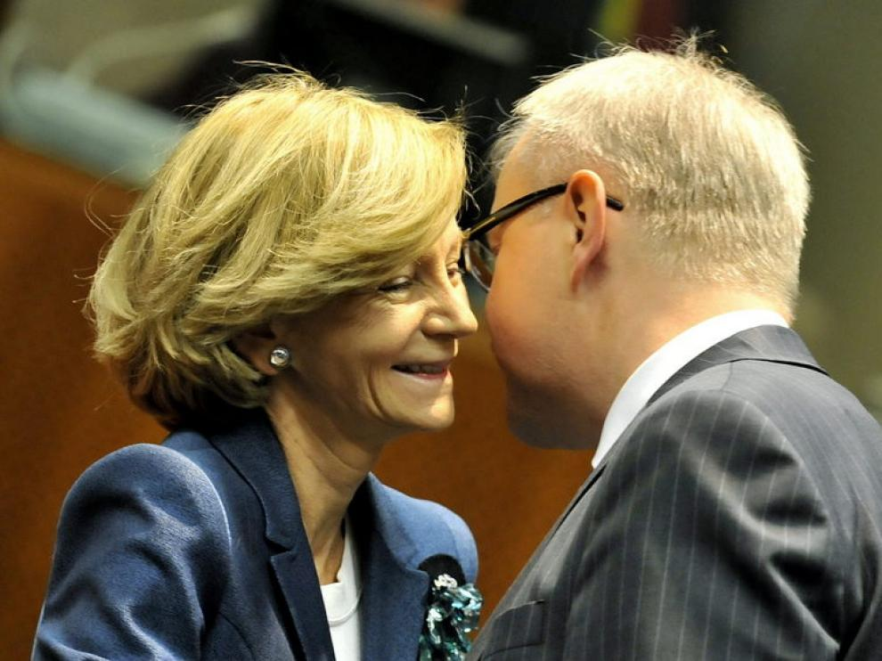 Salgado habla con el comisario de Economía de la UE