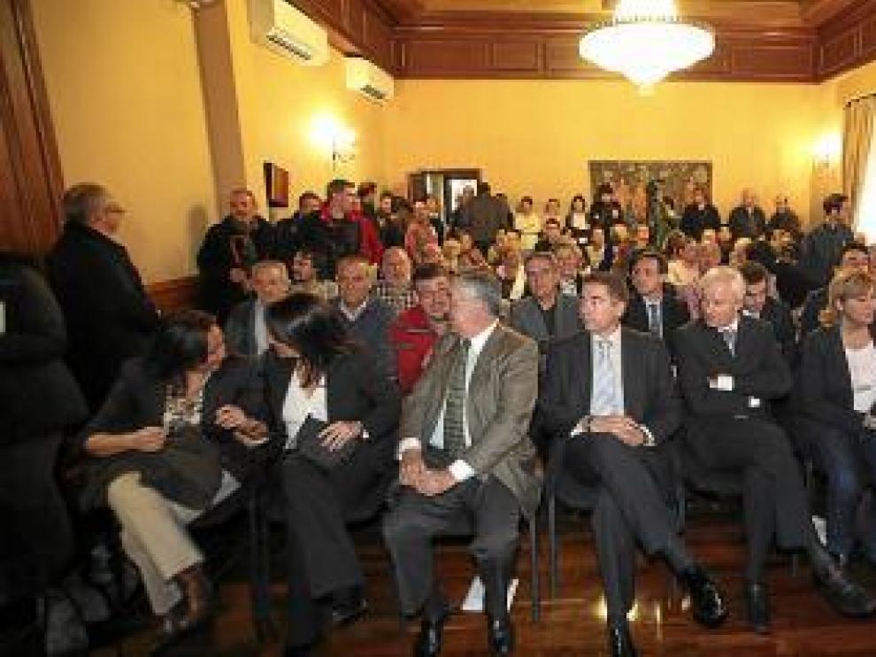 El salón de plenos, a rebosar para asistir a la elección del alcalde.