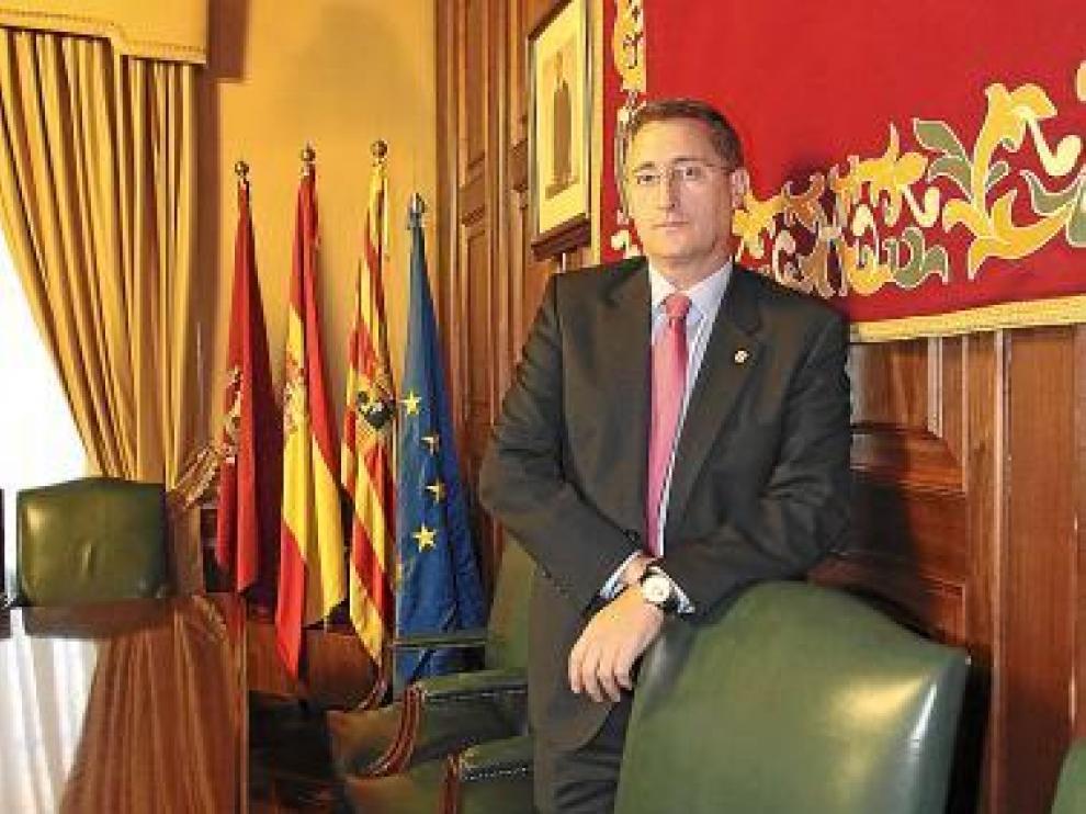 El alcalde de Teruel, Manuel Blasco (PP), en el salón de plenos.