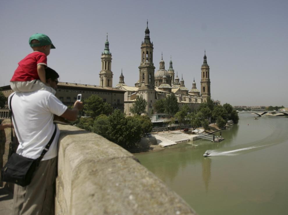 El puente es un excepcional mirador de la ciudad.