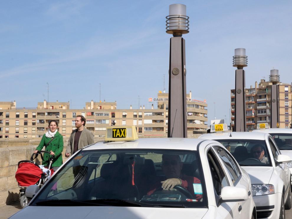 En ocasiones los taxis provocan aglomeraciones, la peatonalización las eliminaría.