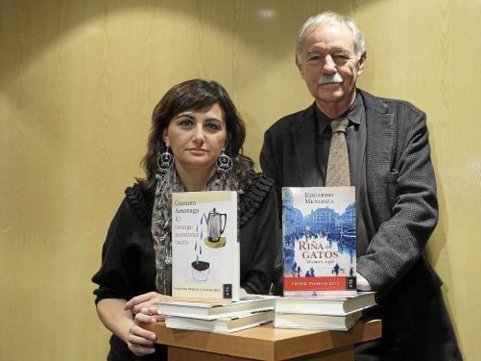 Carmen Amoraga y Eduardo Mendoza compartieron ayer presentación en Zaragoza.