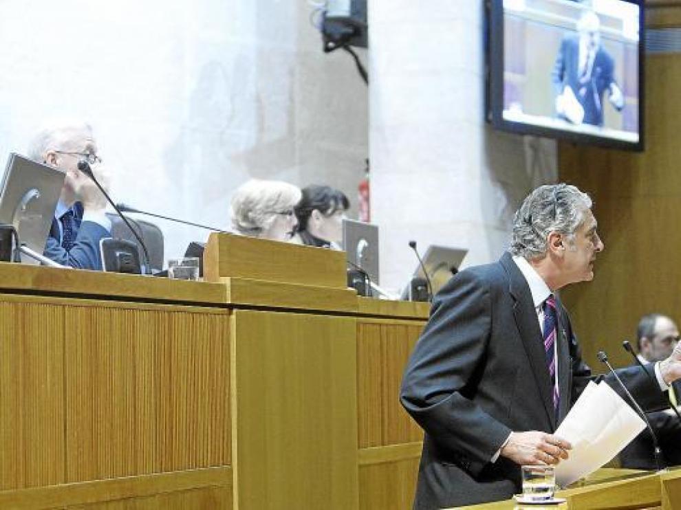 El diputado del PP Antonio Suárez, en su intervención, ayer, en las Cortes.