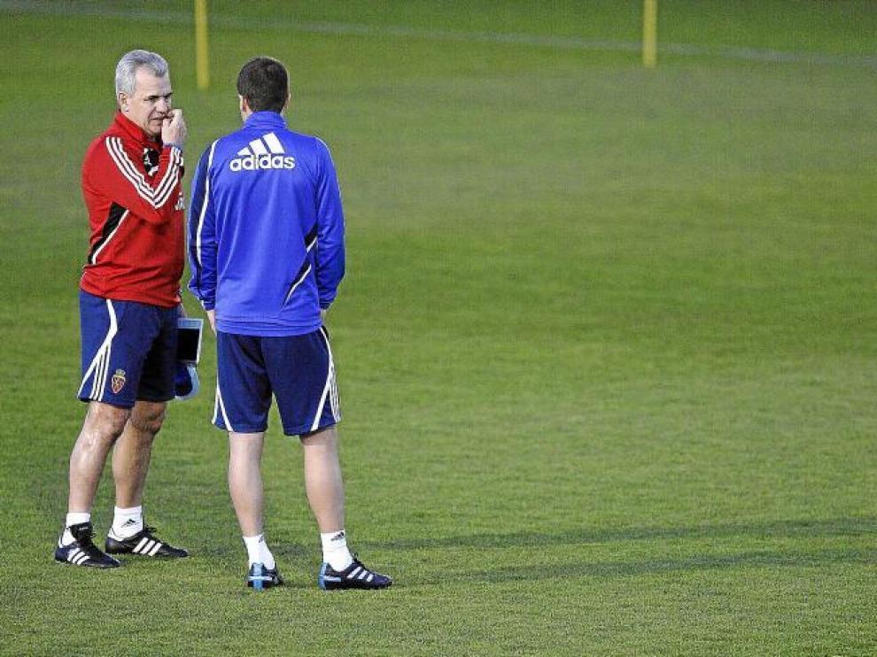 Aguirre conversa con Gabi en un instante del entrenamiento del jueves por la tarde.